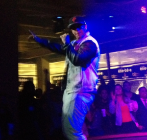 Daddy Yankee turning at me in amazement. hehe Nice leather sleeves, btw ;)